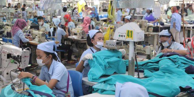 024638800_1444741706-20151013-Aktivitas-Pekerja-Tekstil-Garmen-Jakarta-05